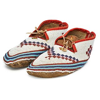 AMERICAN INDIAN BEADED HIDE MOCCASINS