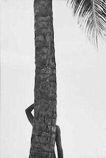 "Elliot Erwitt ""Tahiti 1980"""