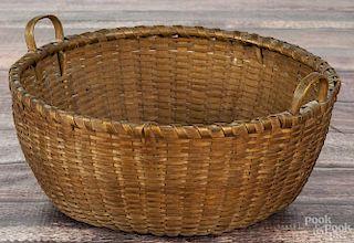 New England splint basket, ca. 1840, 5 1/4'' h., 10'' dia.