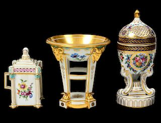 THREE CONTINENTAL PORCELAIN TABLE ITEMS