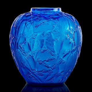"LALIQUE ""Perruches"" vase, electric blue glass"