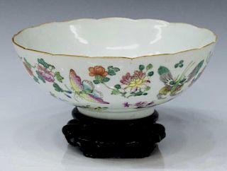 CHINESE FAMILLE ROSE PORCELAIN BUTTERFLY BOWL