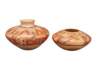 Hopi | Lot of 2: Pot with stylized parrots (Jean Sahmie) and pot with moths (Vernida Polacca Nampeyo Jean Sahmie)