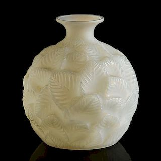 """LALIQUE """"Ormeaux"""" vase"""