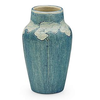 NEWCOMB COLLEGE Transitional bud vase