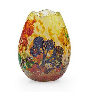 DAUM Cabinet vase