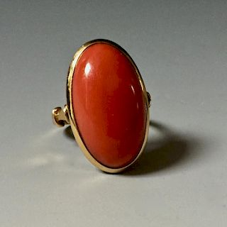 A FINE 14K GOLD RED CORAL RING, WEGHT: 10.20g.