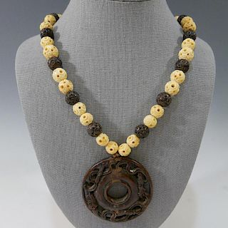 IMPRESSIVE ANTIQUE CARVED ALOESWOOD AND WHITE BEADS NECKLACE