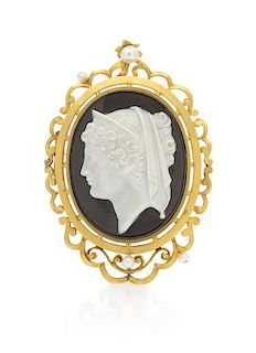 A Victorian Yellow Gold and Onyx Cameo Brooch/Pendant, 15.40 dwts.