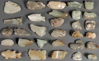 30 CHINESE CARVED JADE PENDANTS AND ORNAMENTS