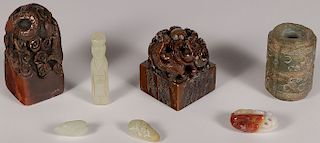 A GROUP OF CHINESE CARVED JADE AND HARDSTONE