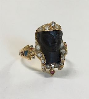 EGYPTIAN REVIVAL RING IN CARVED ONYX, DIAMOND &