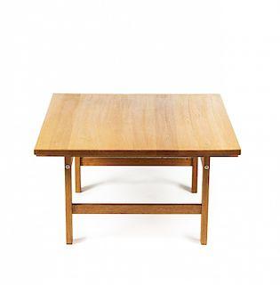 """Hans J. Wegner, Centre table """"AT-15"""" in oak for Andreas Tuc Hans J. Wegner, Mesa de centro """"AT-15"""" en roble para Andrea"""