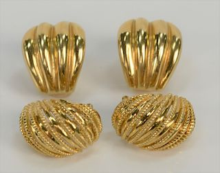 Two pairs of 18 karat gold pierced earrings, one ribbed one polished and rope wires.  38 grams