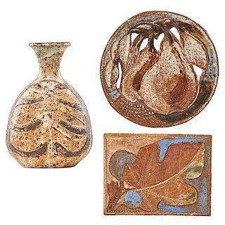 M. WILDENHAIN; POND FARM Vase, two tiles