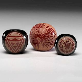 Joseph Lonewolf (b. 1932) and Rosemary Apple Blossom Lonewolf (b. 1954) Santa Clara Miniature Sgraffito Pottery