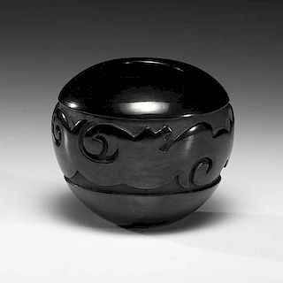 Linda Tafoya Sanchez (Santa Clara, b. 1962) Carved Blackware Pottery Jar