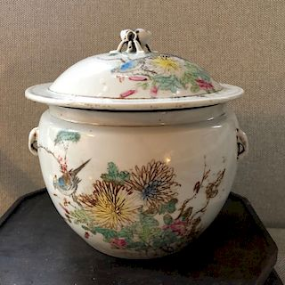 A CHINESE ANTIQUE FAMILLE-ROSE POT