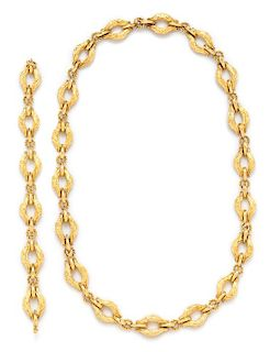 An 18 Karat Yellow Gold Convertible Longchain Necklace/Bracelet, Italian, 82.10 dwts.