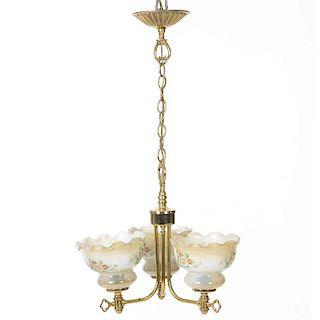 Lámpara de techo. Siglo XX. Elaborada en metal dorado. Electrificada para 3 luces. Fustes semicurvos y arandelas circulares.