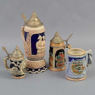 Lote de 4 tarros. Japón y Alemania. Siglo XX. Elaborados en cerámica. Con aplicaciones de metal. Acabado brillante.
