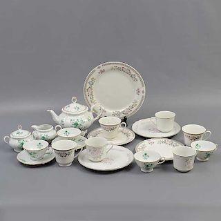 Lote de 3 servicios abiertos de té. México, China y Japón. SXX. Elaborados en porcelana. De Cuernavaca y Cameo. Decoradas con esmalte.