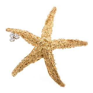 A Ladies 18K Starfish Pin with Diamond Accent