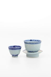 A SET BLUE AND WHITE CUPS AND SAUCER