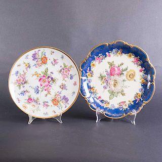 Lote de 2 platos decorativos. Alemania. Siglo XX. Elaborados en porcelana Walderschof de Bavaria. Decorados con esmalte dorado.