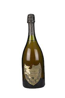 Cuvée Dom Pérignon. Vintage 1975. Brut Moët Chandon á Èpernay. France. Etiqueta con faltante en la esquina superior.