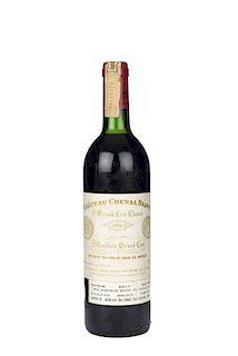 Château Cheval Blanc. Cosecha 1986. St. Émilion. 1er. Grand Cru Classé. Nivel: en el cuello.