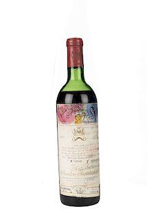 Château Mouton Rothschild. Cosecha 1970. Pauillac. Nivel: en la mitad del hombro. Etiqueta con diseño de Marc Chagall.