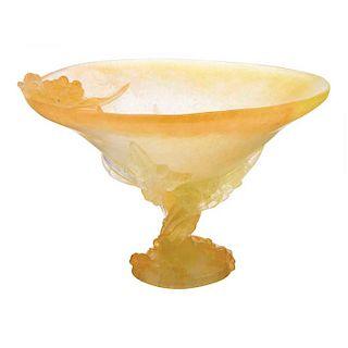 Frutero. Francia, siglo XX.  Elaborado en pasta de vidrio Daum en color amarillo. Modelo Mimosa.
