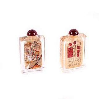 Botellas de rapé. Siglo XX.Estilo oriental. Elaboradas en cristal. Depósitos con tapas. Decoradas con motivos orientales. Piezas:2