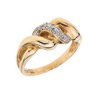 Anillo con diamantes en oro amarillo de 14 K Peso: 3.4 g. Talla: 6 ¼ 16 Diamantes corte 8x8 ~ 0.10 ct
