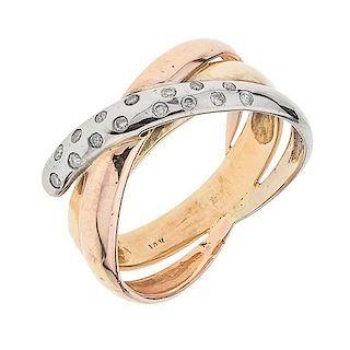 Anillo con diamantes en oro blanco, amarillo y rosa de 14 K Peso: 4.8 gr. Talla: 6 ¼ 15 diamantes corte brillante ~0.10...