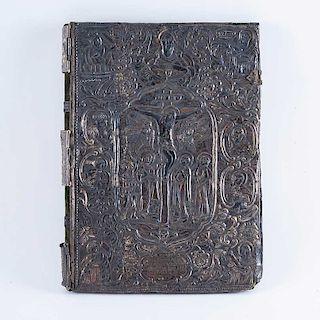 Cubierta para Evangelio. Grecia, siglo XVIII. Elaborado en lámina de plata y calamina repujada e hilos de plata tejidos.