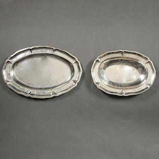 Lote de charolas. México, siglo XX.Elaboradas en plata Sterling, ley 0.925. sellado Conquistador. Diseño oval. Piezas: 2
