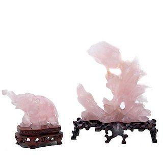 Gorriones en ramas y elefante. China, siglo XX. Elaborados en cuarzo rosa con bases de madera. Piezas: 2