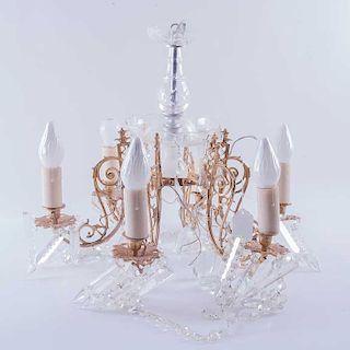 Lámpara de techo y candil. Siglo XX. Consta de: Candil. Estructura de bronce con cristales facetados. Para 6 luces. Pzs: 2