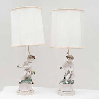 Par de lámparas de mesa. Italia, mediados del siglo XX. Elaboradas en porcelana Capodimonte, acabado gress. Piezas: 2