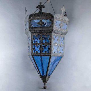 Pantalla de lámpara. Siglo XX. Estilo Mozárabe. Estructura de metal con pantallas de vidrios azul cobalto. Decorada con punzones.