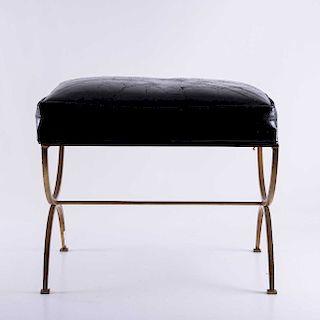 Taburete. Años 50. A la manera de Arturo Pani. Estructura de metal dorado, con piel. Con asiento acojinado en piel negra.