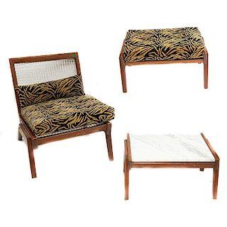 Clara Porset. Años 50. Juego de sillón, taburete y mesa lateral. Estructura de madera de cedro y pino. Piezas: 3