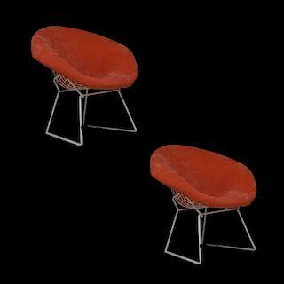 """Harry Bertoia  para Knoll. Años 70. Par de sillas """"Diamond"""". Estructuras de acero inoxidable. Respaldos color anaranjados. Piezas: 2"""