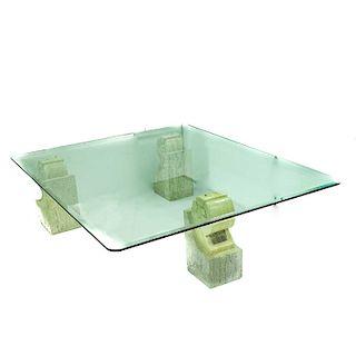 Mesa de centro. Siglo XX. Estructura de mármol color beige con cubierta rectangular de vidrio biselado de 12mm.