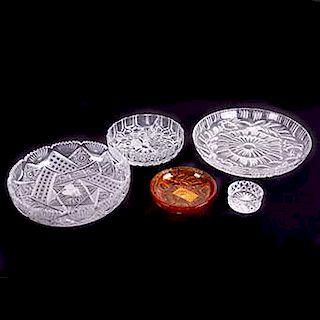 LOTE SIN RESERVA. Lote de cristalería. Siglo XX. Centro de mesa. Diseños geométricos y orgánicos. Marca Kristaluxus. Piezas 5.