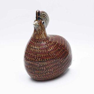 Gallina. México, siglo XX. Elaborado en cerámica policromada y vidriada. 34 cm de altura.