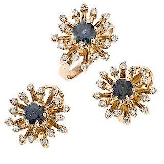 Juego de anillo y par de aretes con zafiros y diamantes en oro amarillo de 14 k Talla anillo: 5 ¾. Aretes con poste y...