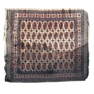 Tapete. Siglo XX. Estilo Heriz.. Elaborada en lana y algodón. Diseño rectangular. Decorada con motivos geométricos.